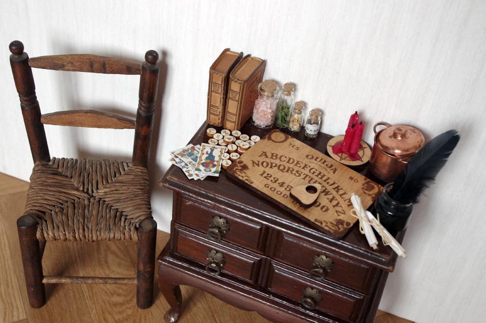 meubles et accessoires de magie. Black Bedroom Furniture Sets. Home Design Ideas